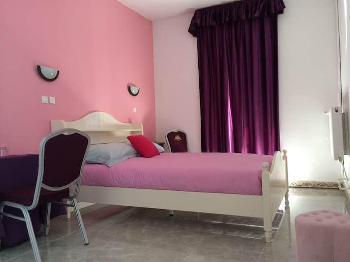 Chambre rose dans magnifique château