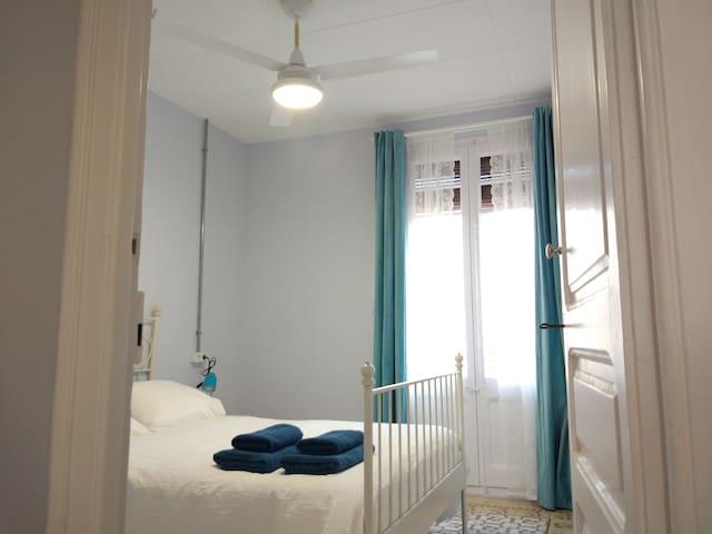 """""""BLUE ANTIQUE FLAT""""  Balcony - Nou Camp - L'Hospitalet de Llobregat"""