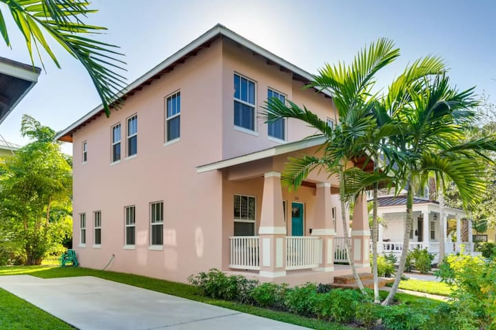 Pink House   Modern 3bd/3ba   Parking and Porch