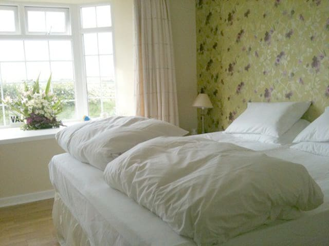 Causeway Smithy Bed and Breakfast Room 1 - Bushmills - Bed & Breakfast