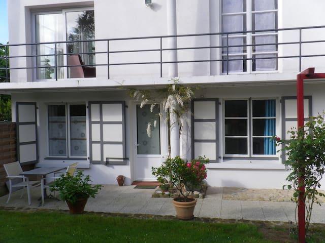 Chambres d'hôtes au rez de chaussée d'une villa - Condette - Gästhus