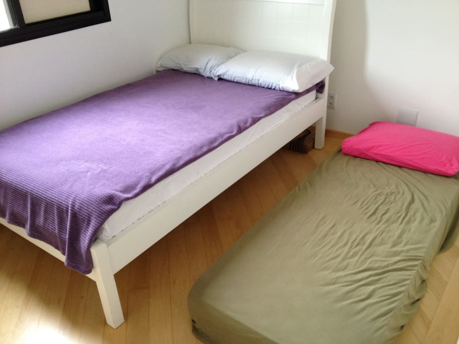 Guest Room Option II: 1x Full Bed (1,20 x 1,98 x 0,30 x 0,40) + 1x Single Mattress (0,88 x 1,88 x 0,15)
