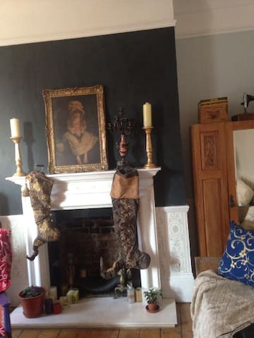 Huge bedroom in townhouse Zone 2 Central London - London - House