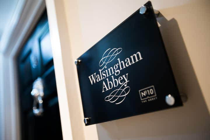 Walsingham Abbey (room name) · Beautiful Apartment 15 mins from Norwich Airport! Located in Wymondham, Norfolk