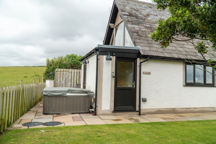 Snowdrop Cottage - With private Hot Tub
