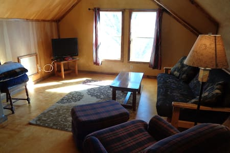 Rustic Guest House 10min to IU - Bloomington - Maison