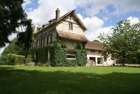 Big house between Eurodisney and Champagne.