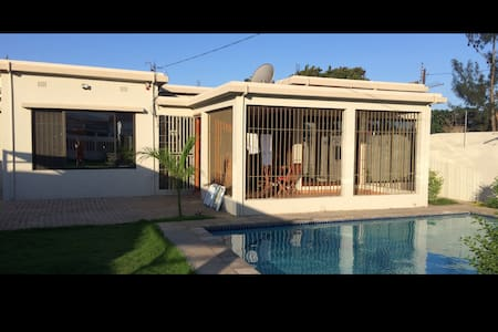Suburb Oasis - Pool - Suitable for families