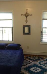 $30 Room for Couple in Large, Sunny Apt. Near NYC - Newark