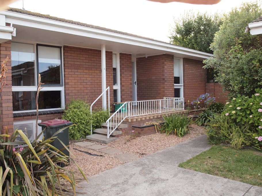 Reverse Cycle aircon, a nice little veranda to sit and enjoy the morning sun. A yard to contain your dog. the two bedrooms are a good size with large wardrobes