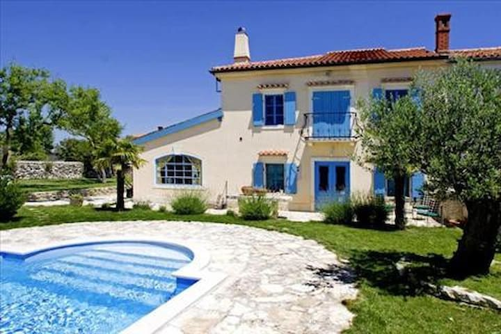 Apartment with a Private Pool  - Hrboki