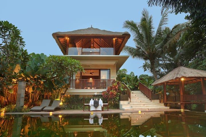 2 Bedroom Suite Villa near Tegenungan Water Falls