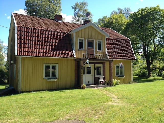 Gammal handelsbod på landet - Ulricehamn - Huis