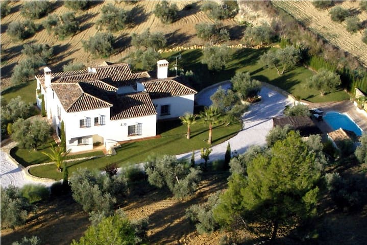 Family villa, private pool, 10 min. from Ronda
