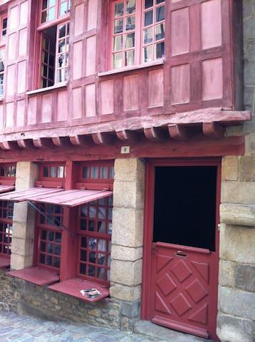 Jolie chambre dans maison médiévale - Dinan - ที่พักพร้อมอาหารเช้า