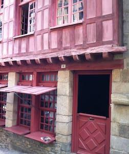 Jolie chambre dans maison médiévale - Dinan