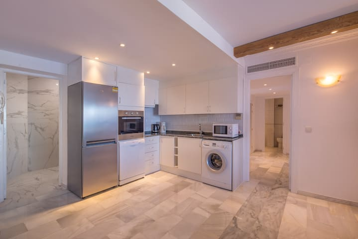 Modern open plan kitchen  with great sea views, 2 bedroom 2 bathroom apartment for rent with panoramic sea views in Puerto Banus, Marbella, costa del sol