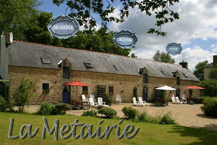 Bramble Cottage heated shared pool - Camors