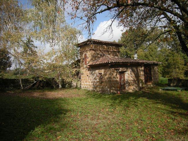 la casina della ceramica,all'ombra di ciliegi e betulle