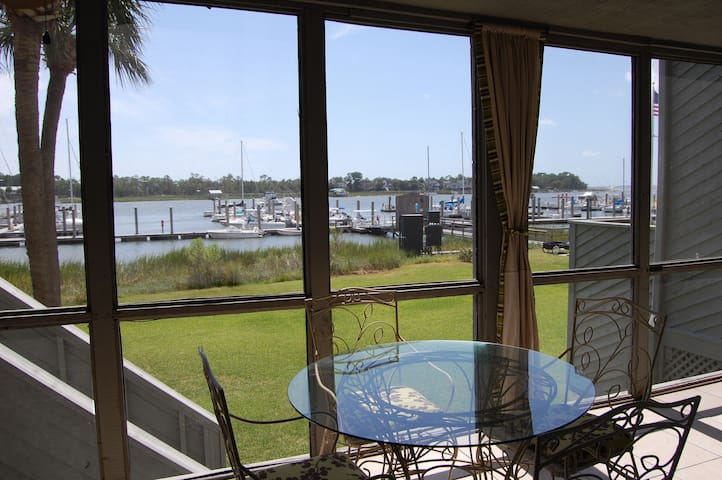 Folly Beach Condo near Charleston - Charleston - Villa