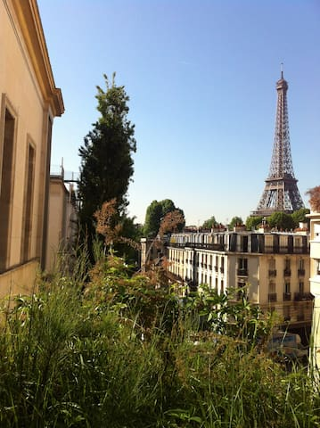 3MINS WALKING FROM THE EIFFEL TOWER