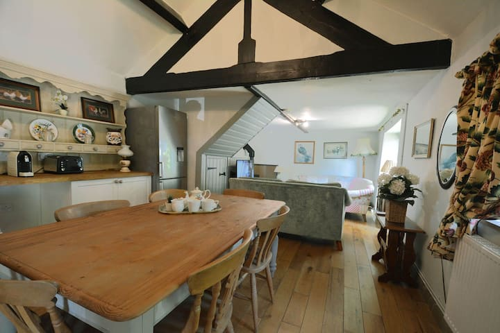 Buttercup Down - Family cottage with fabulous on-site facilities.