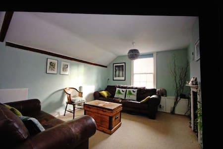 Double room in listed apartment - West Malling - アパート