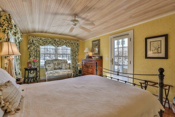 Seaside B&B in Stonington CT-Primula Room