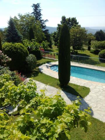 """Maison """"La grange"""", vue splendide sur la vallée."""