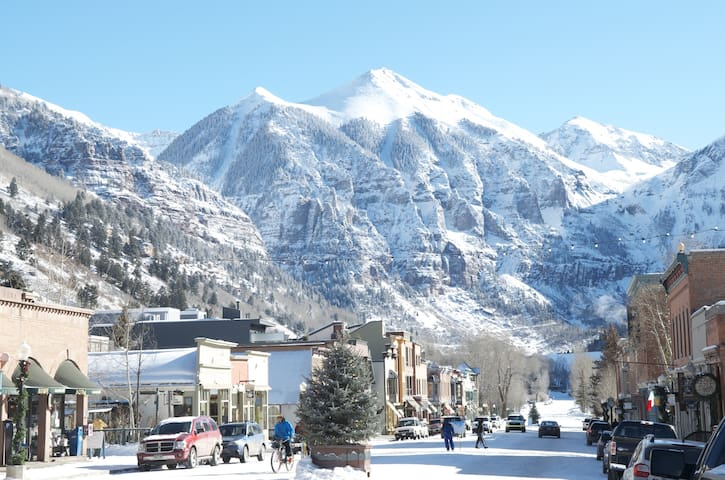 COTTAGE 2BD / 1 BLOCK FROM GONDOLA/ - Telluride - House