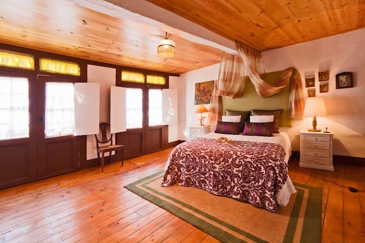 Guesthouse Casadasjanelastortas-2 - Guimaraes - Casa