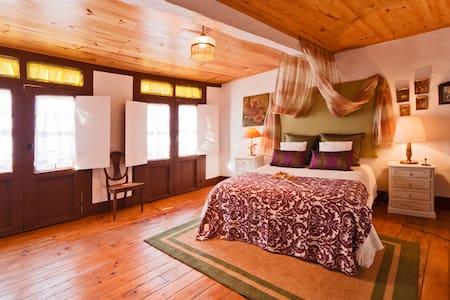 Guesthouse Casadasjanelastortas-2 - Guimaraes - Haus