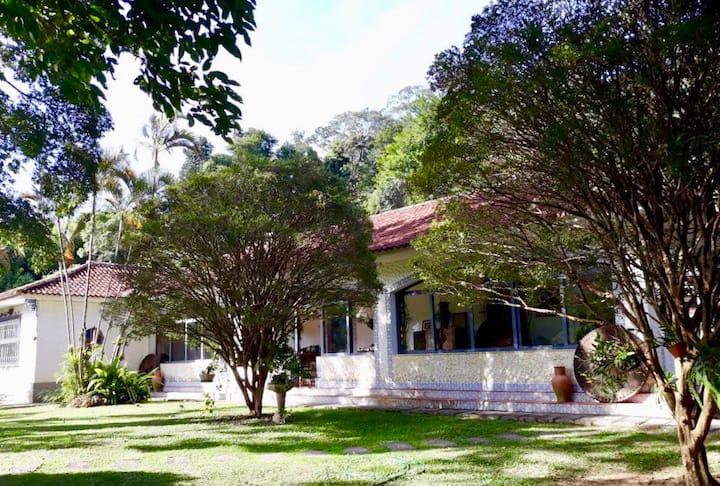 Recanto Carangola (4 quartos c/ lareira e piscina)