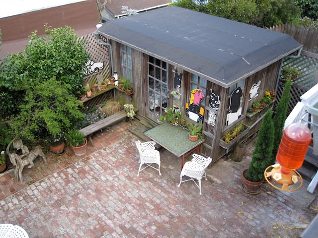 Garden Cottage Charming!
