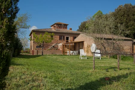 Spacious home in Tuscan countryside - Sovicille - Leilighet