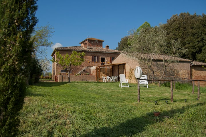 Spacious home in Tuscan countryside 10min to Siena