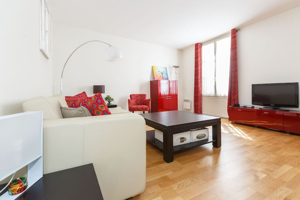 Spacious living room - 25m²