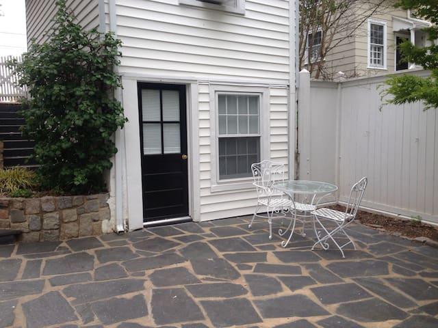 Private Guest Cottage near U of R