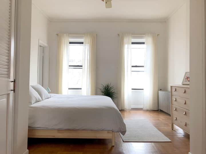 Carroll Gardens Brooklyn Apt. Minutes to Manhattan