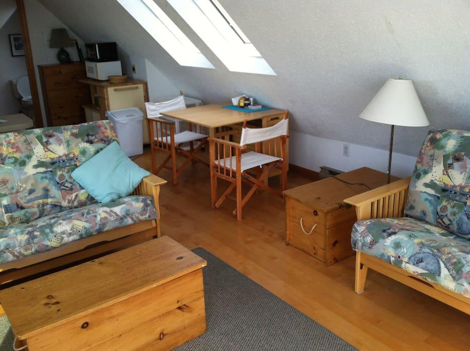 Hardwood floors, attractive furniture