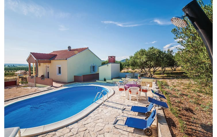 Holiday cottage with 2 bedrooms on 58m² in Vrana