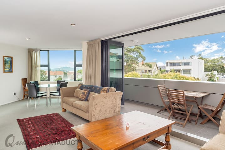 QV Pretty Parnell 2 Bedroom Apartment - (253)