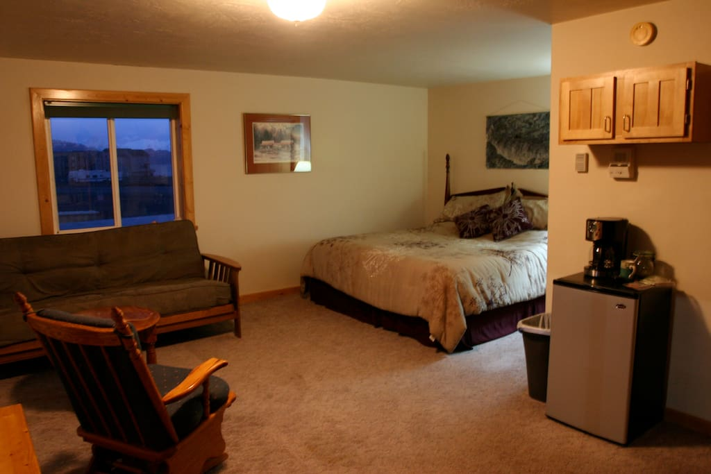 The dock view has a king bed and full size futon.  People love watching the boats come and go.