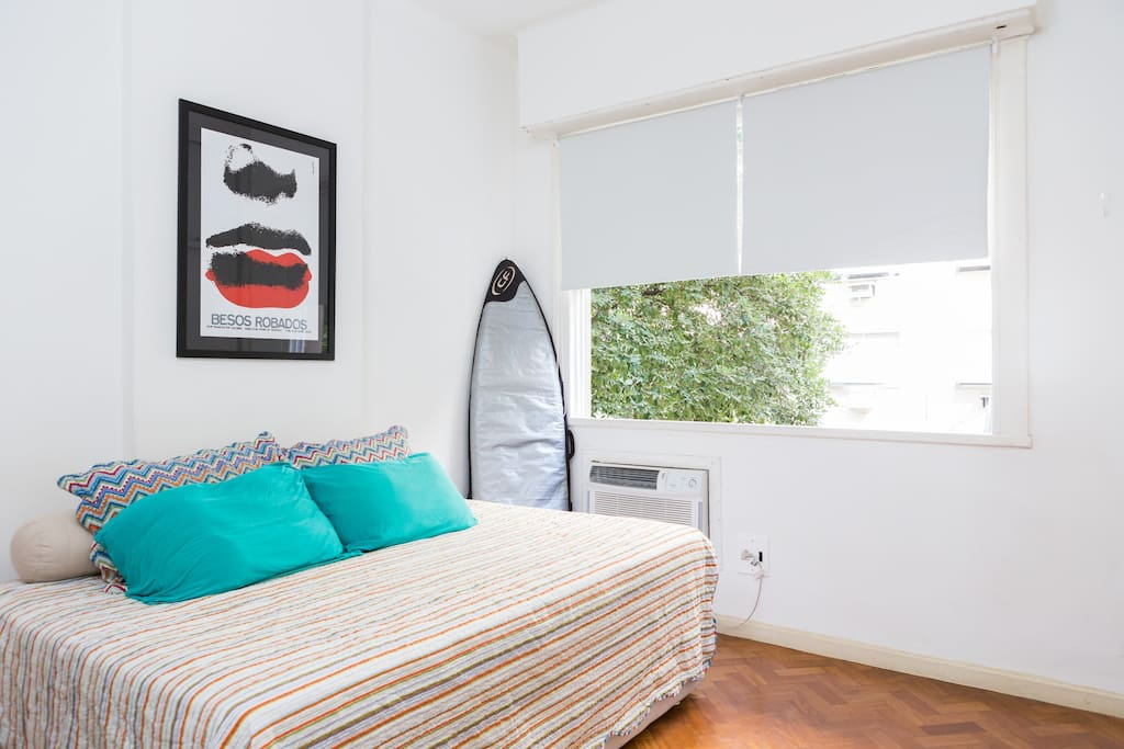 Confortable bedroom with a big windown