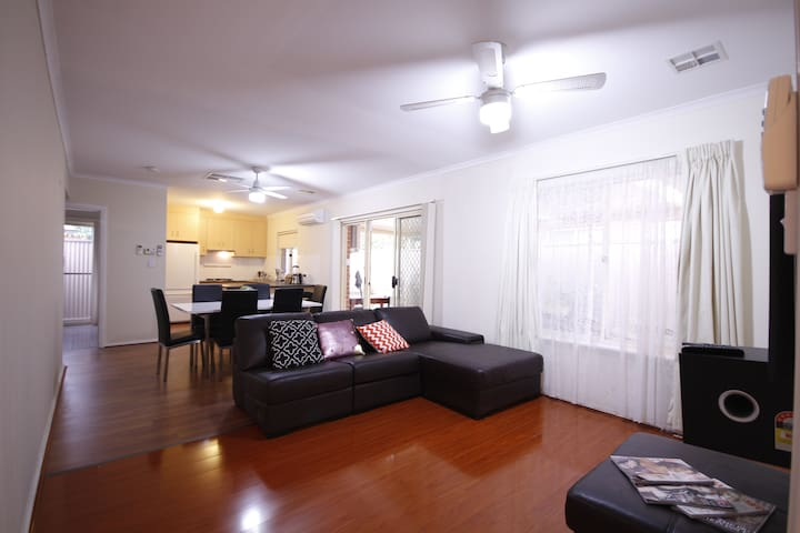 THE PARKS Family Getaway (2 Rooms, 8ppl)