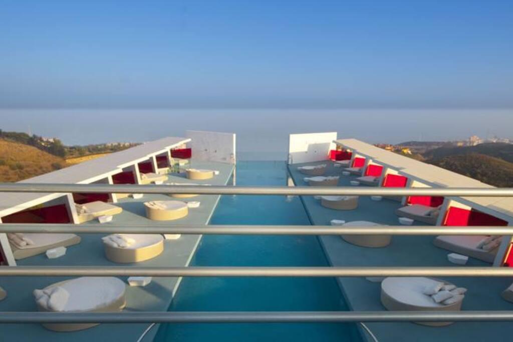 Piscine Infinity avec vue Panoramique sur la Mer