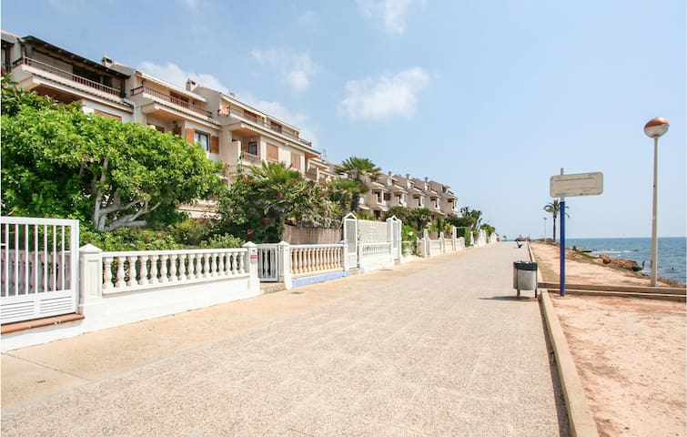 Terraced house with 5 bedrooms on 130m² in Santa Pola