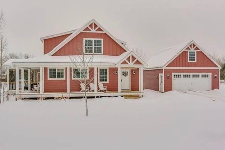 Red Farmhouse Sawyer