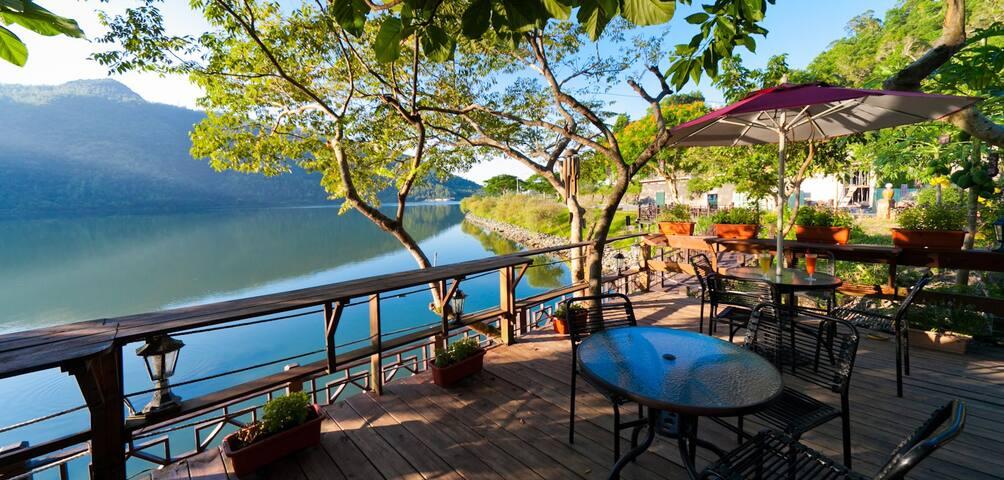 花蓮鯉魚潭威尼斯花園湖畔咖啡住宿2人房1大床