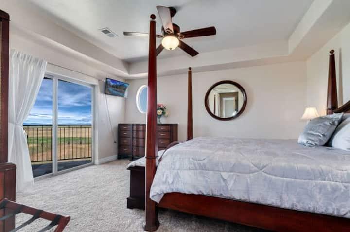 Summit Villa - 420 Friendly - Silver Balcony Suite